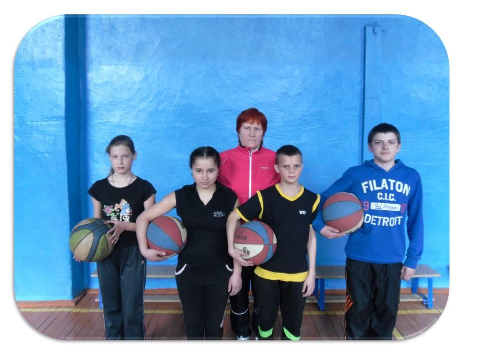 Солопьёва Р.Ю. с учащимися 6 класса